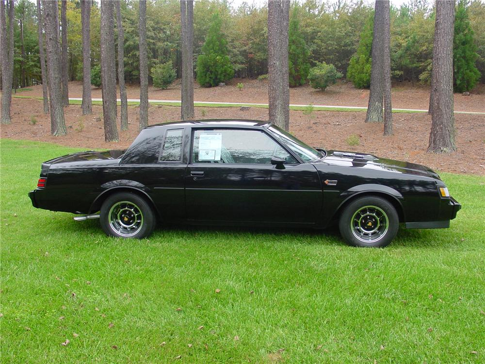 1987 BUICK REGAL GRAND NATIONAL COUPE - Side Profile - 82124