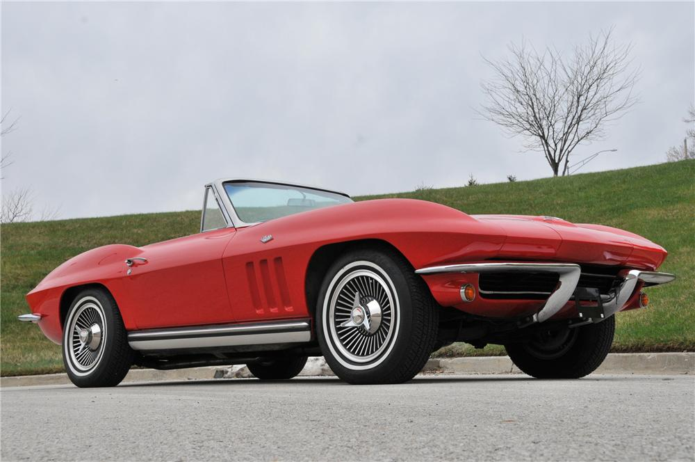 1965 CHEVROLET CORVETTE CONVERTIBLE - Front 3/4 - 82168