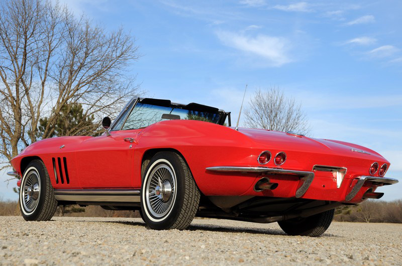1965 CHEVROLET CORVETTE CONVERTIBLE - Rear 3/4 - 82168