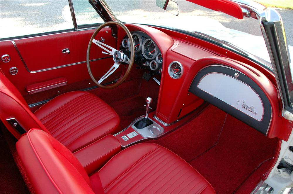 1964 CHEVROLET CORVETTE CONVERTIBLE - Interior - 82171