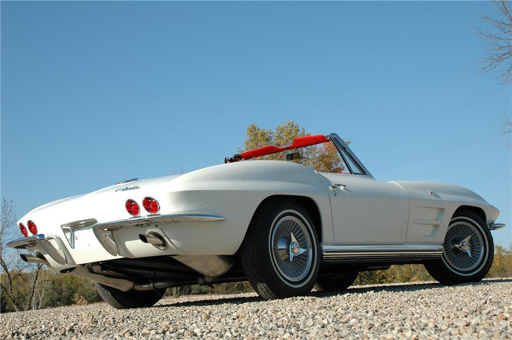 1964 CHEVROLET CORVETTE CONVERTIBLE - Rear 3/4 - 82171