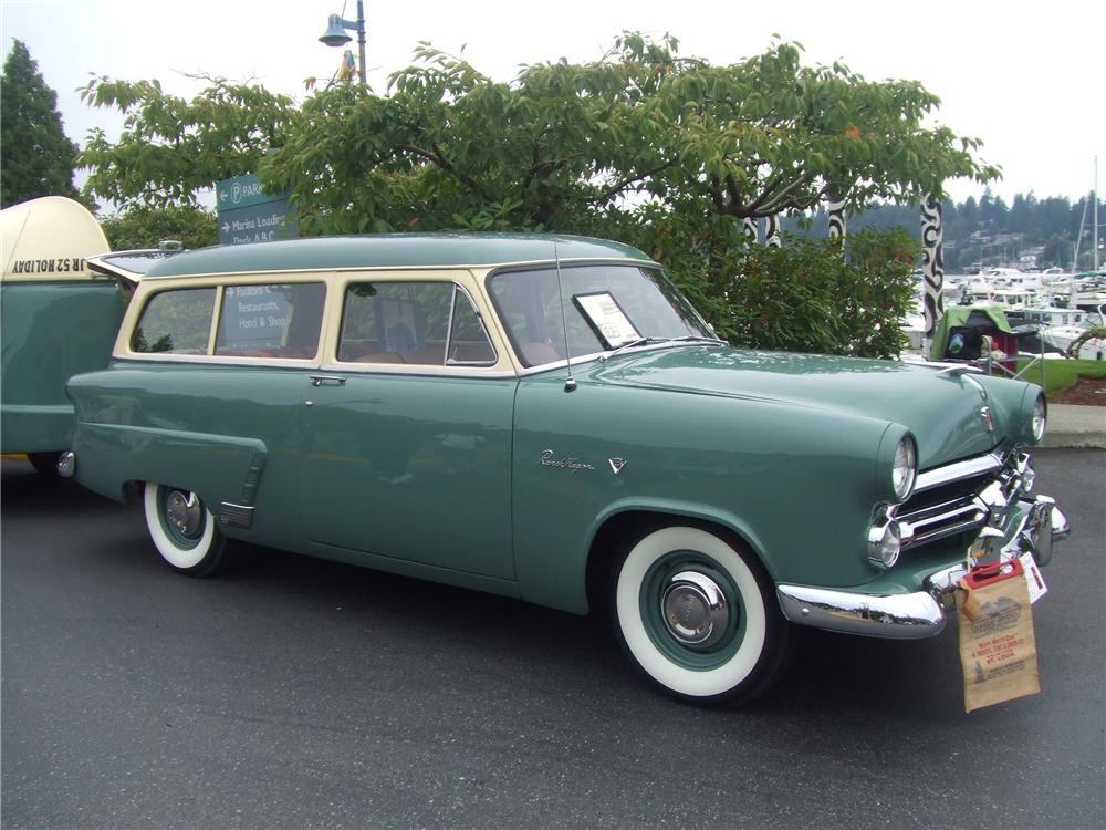 1952 FORD MAINLINE RANCH WAGON - Front 3/4 - 82229