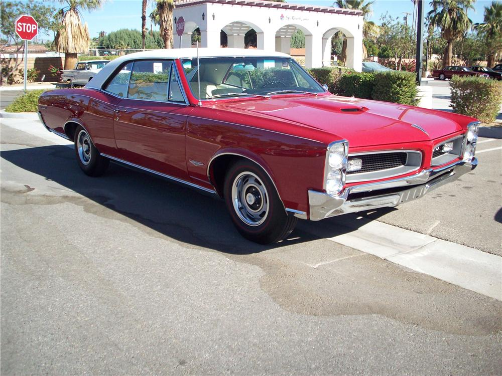 1966 PONTIAC GTO COUPE - Front 3/4 - 82240