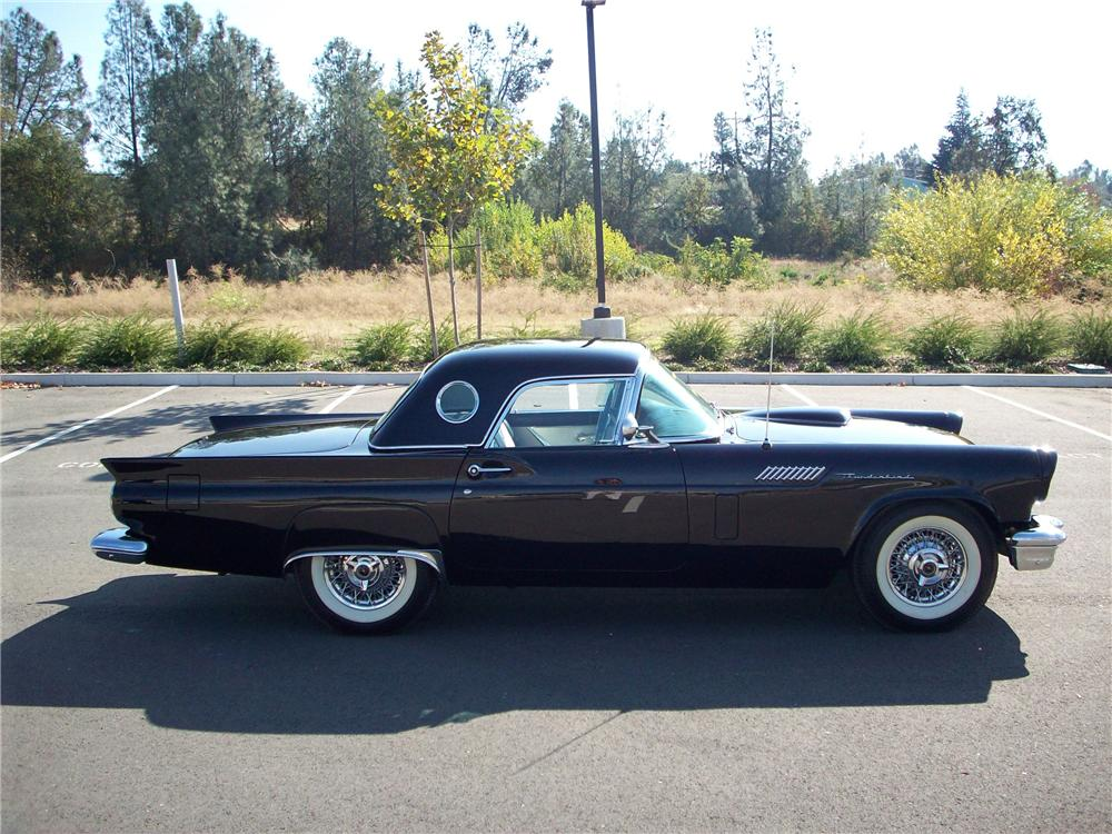 1957 FORD THUNDERBIRD CONVERTIBLE - Side Profile - 82243