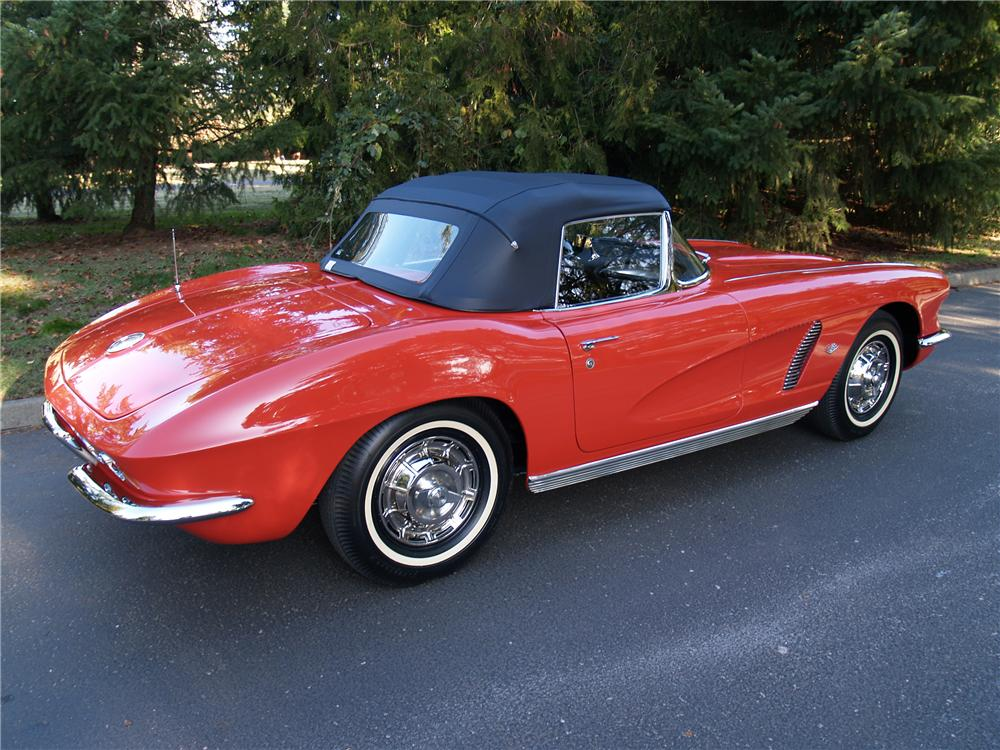 1962 CHEVROLET CORVETTE CONVERTIBLE - Rear 3/4 - 82289