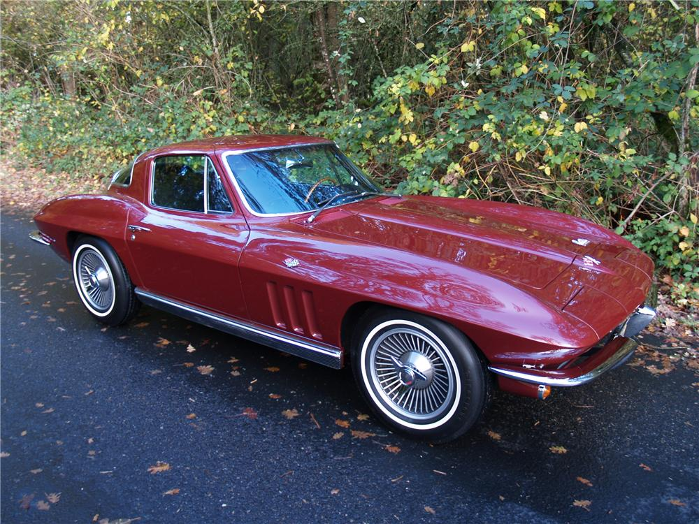 1966 CHEVROLET CORVETTE COUPE - Front 3/4 - 82290