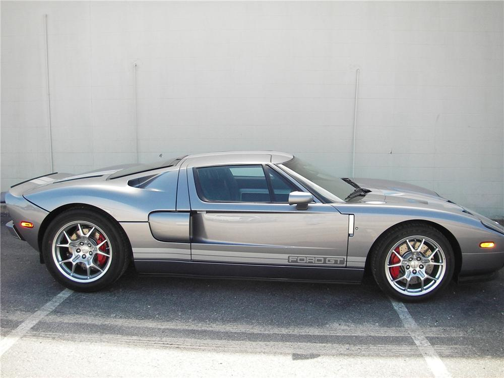 2006 FORD GT COUPE - Front 3/4 - 82301