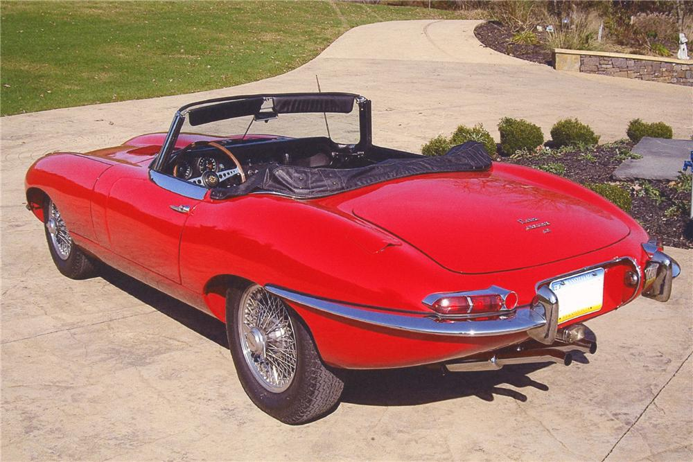1967 JAGUAR XKE CONVERTIBLE - Rear 3/4 - 82370