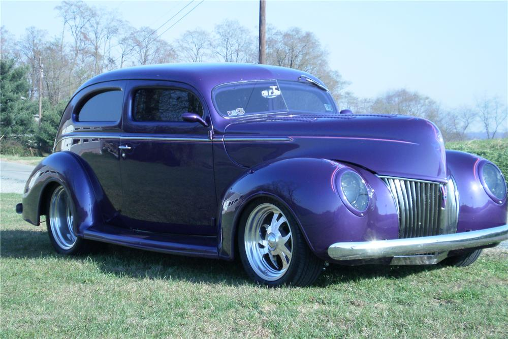 1939 FORD CUSTOM 2 DOOR SEDAN - Front 3/4 - 82372