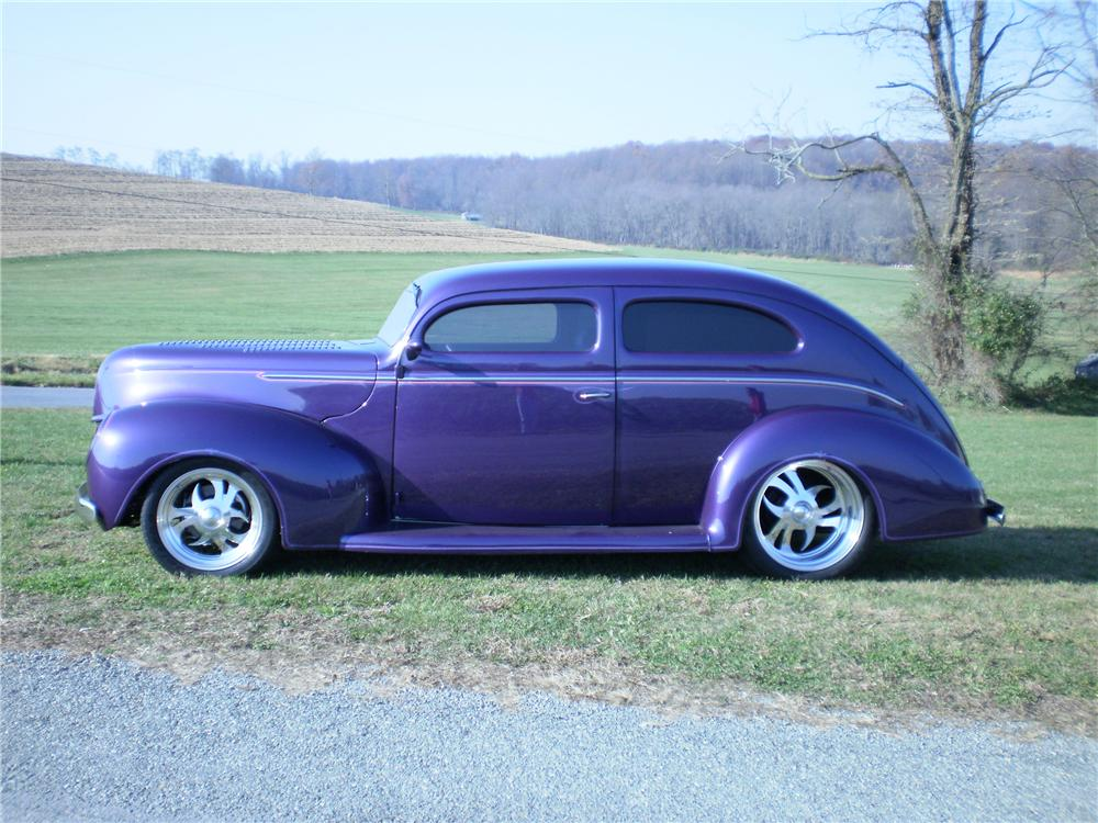 1939 FORD CUSTOM 2 DOOR SEDAN - Side Profile - 82372