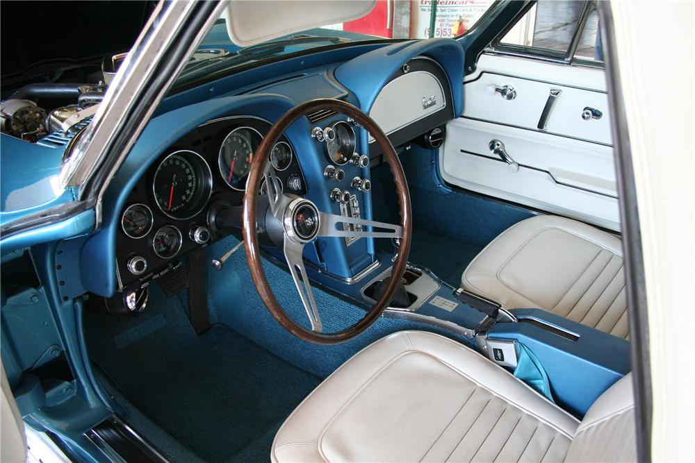 1967 CHEVROLET CORVETTE CONVERTIBLE - Interior - 82377