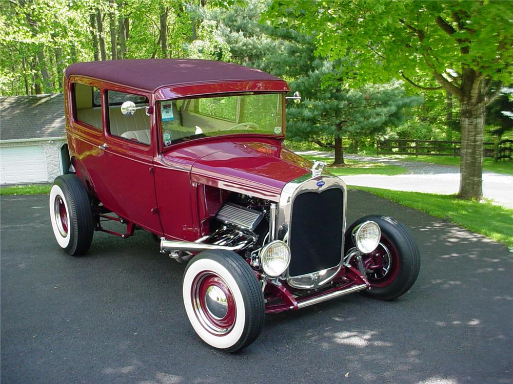 1930 FORD HI-BOY HOTROD SEDAN - Front 3/4 - 82448