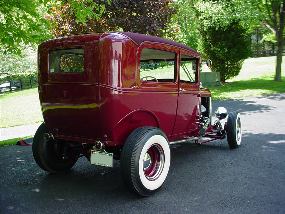 1930 FORD HI-BOY HOTROD SEDAN - Rear 3/4 - 82448