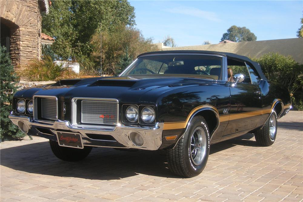 1972 OLDSMOBILE CUTLASS CONVERTIBLE - Front 3/4 - 82503