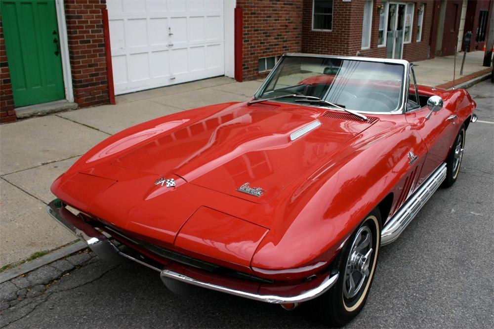 1966 CHEVROLET CORVETTE CONVERTIBLE - Front 3/4 - 82527