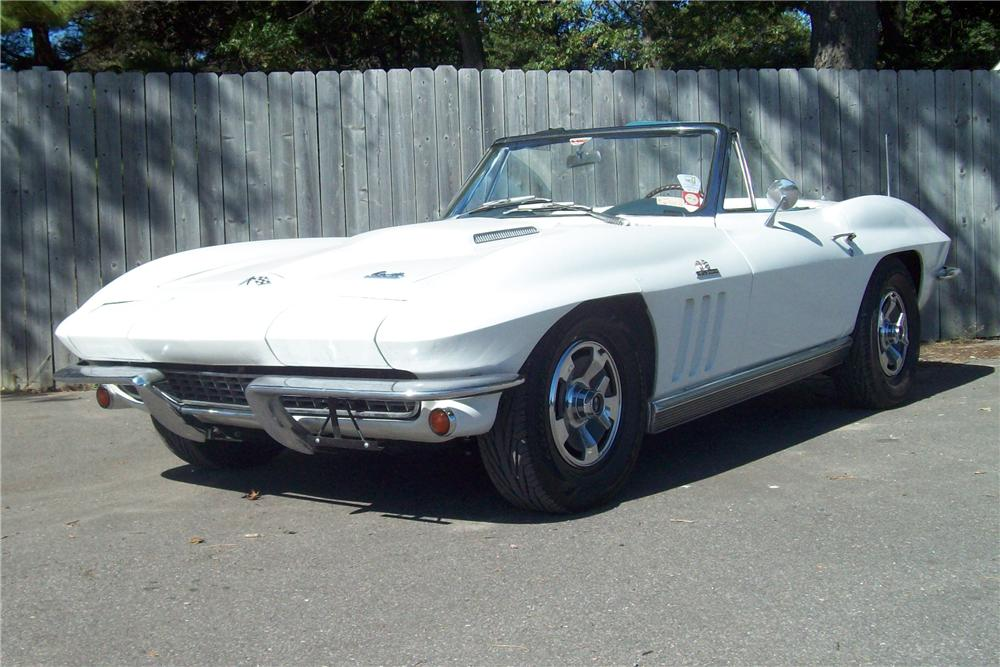 1966 CHEVROLET CORVETTE CONVERTIBLE - Front 3/4 - 82528