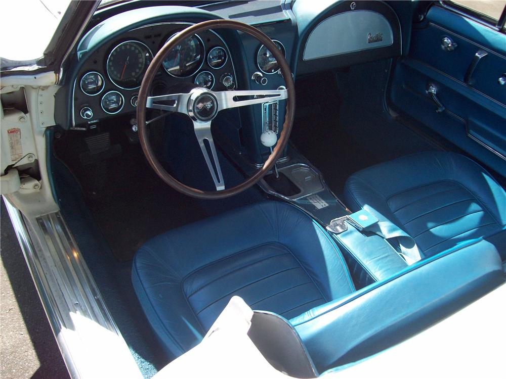 1966 CHEVROLET CORVETTE CONVERTIBLE - Interior - 82528