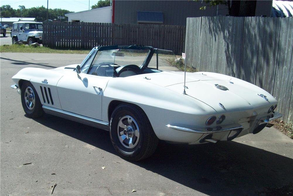 1966 CHEVROLET CORVETTE CONVERTIBLE - Rear 3/4 - 82528