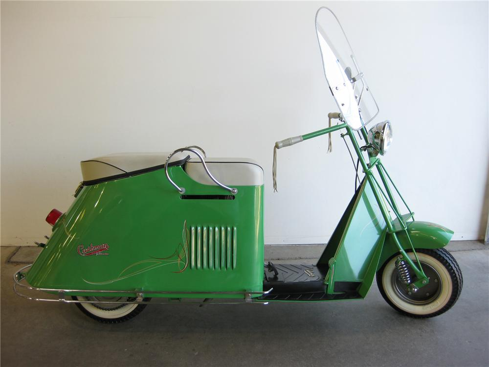 1950 CUSHMAN ROAD KING MOTOR SCOOTER - Front 3/4 - 82589