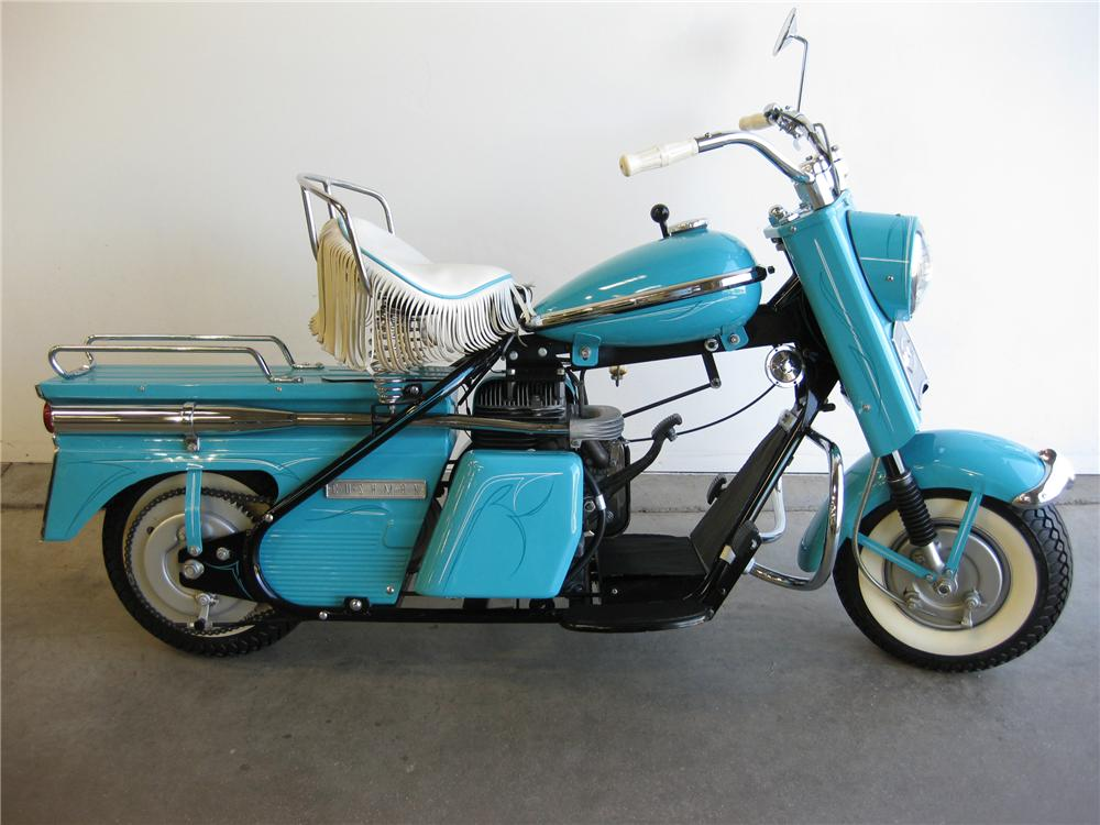 1959 CUSHMAN SUPER EAGLE MOTOR SCOOTER - Front 3/4 - 82602