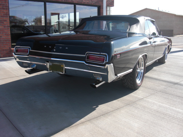 1967 BUICK SKYLARK CONVERTIBLE - Rear 3/4 - 82681