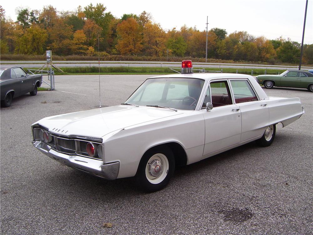 1967 DODGE POLARA SQUAD CAR - Front 3/4 - 82732