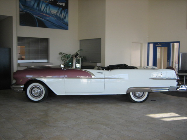 1956 PONTIAC STAR CHIEF CONVERTIBLE - Front 3/4 - 82821
