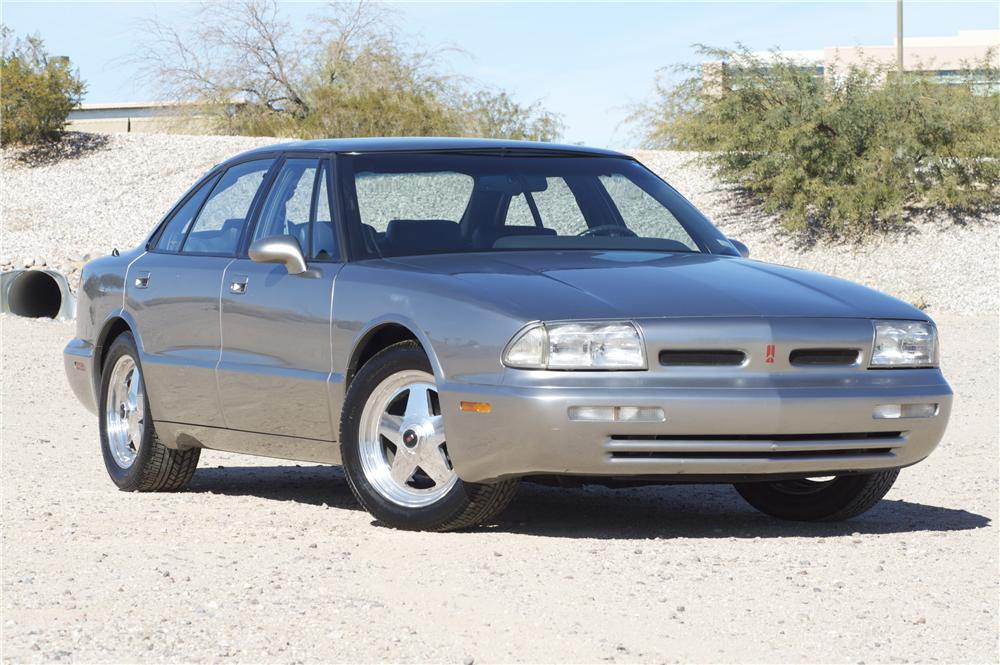 1992 OLDSMOBILE 88 ROYALE 4 DOOR SEDAN - Front 3/4 - 82829