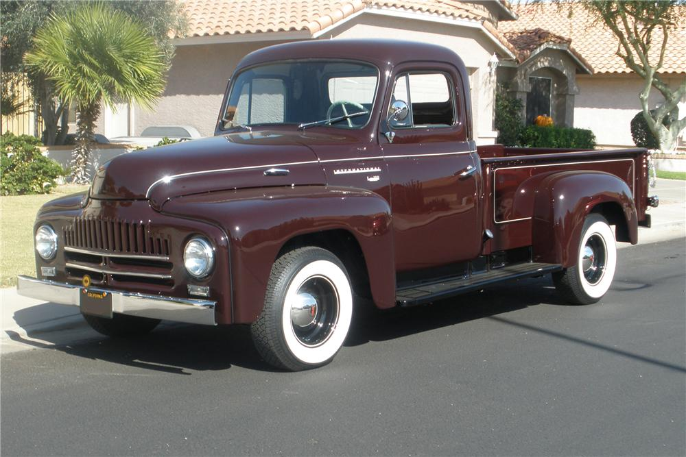1949 INTERNATIONAL CUSTOM SPLIT WINDOW PICKUP - Front 3/4 - 88870