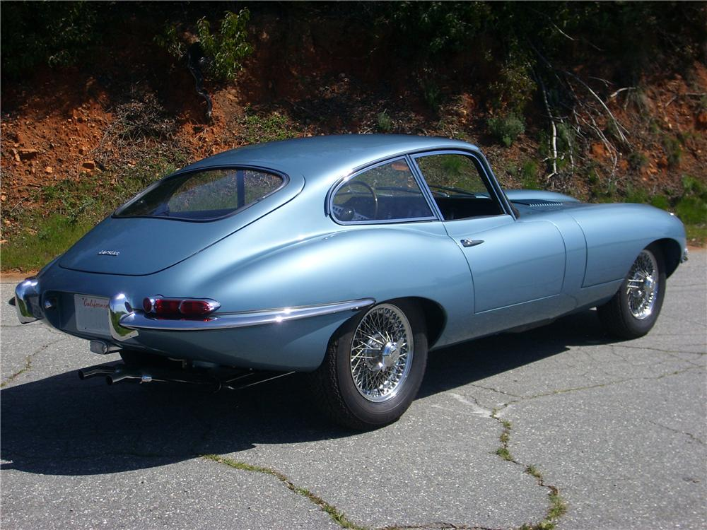 1964 JAGUAR XKE FIXED HEAD COUPE - Rear 3/4 - 88880