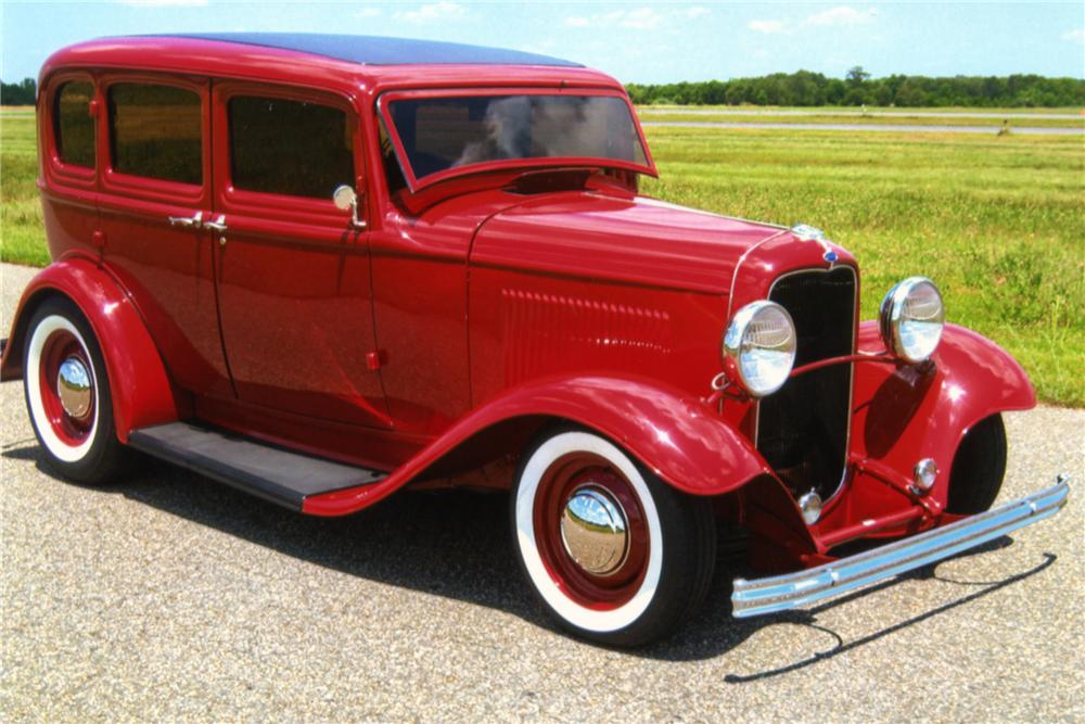 1932 FORD CUSTOM 4 DOOR SEDAN - Front 3/4 - 88892