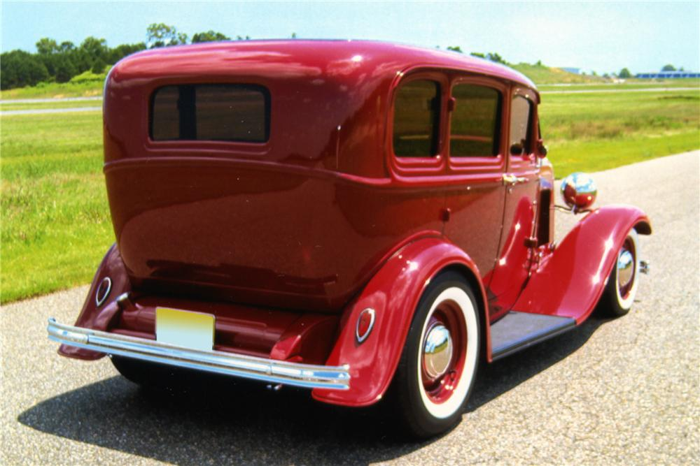 1932 FORD CUSTOM 4 DOOR SEDAN - Rear 3/4 - 88892