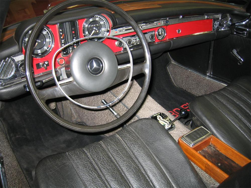 1969 MERCEDES-BENZ 280SL ROADSTER - Interior - 88901