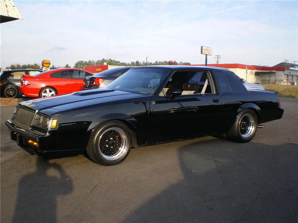 1987 BUICK REGAL GRAND NATIONAL 2 DOOR HARDTOP - Front 3/4 - 88906