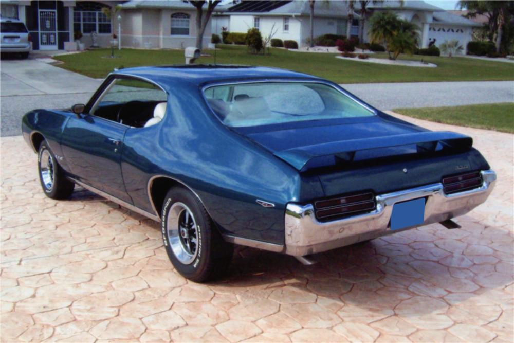 1969 PONTIAC GTO 2 DOOR HARDTOP - Rear 3/4 - 88907