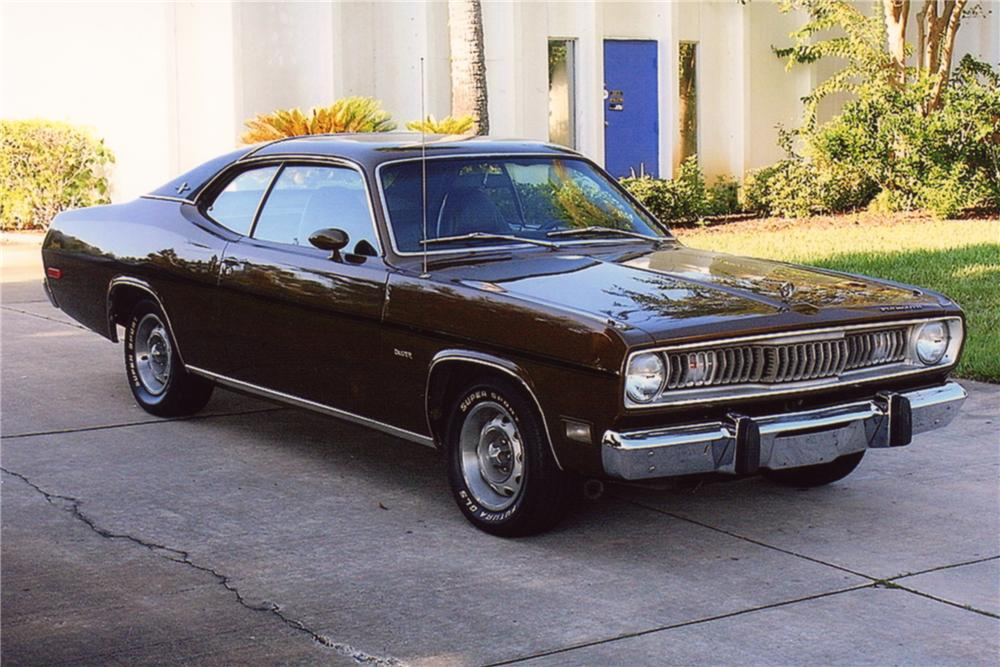 1972 PLYMOUTH DUSTER 2 DOOR COUPE - Front 3/4 - 88921