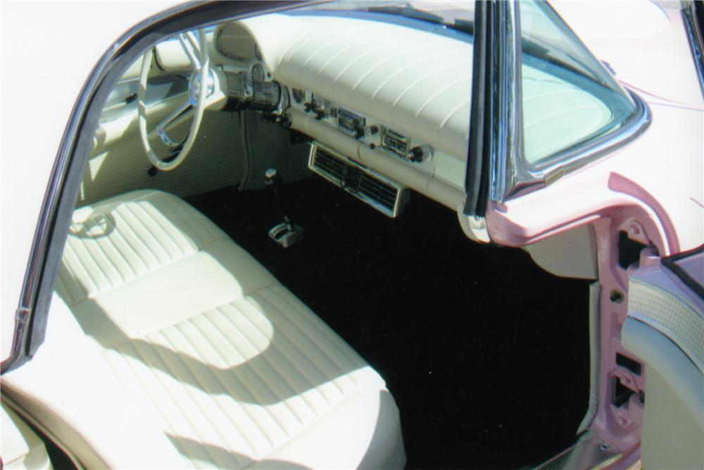 1957 FORD THUNDERBIRD CONVERTIBLE - Interior - 88941