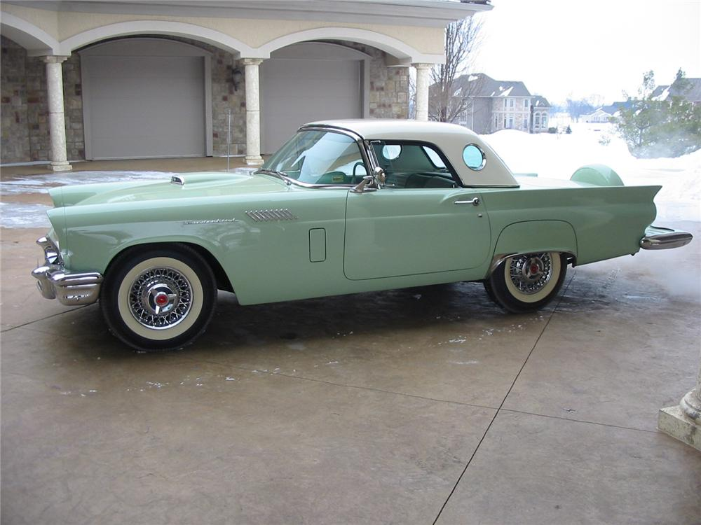 1957 FORD THUNDERBIRD CONVERTIBLE - Side Profile - 88947