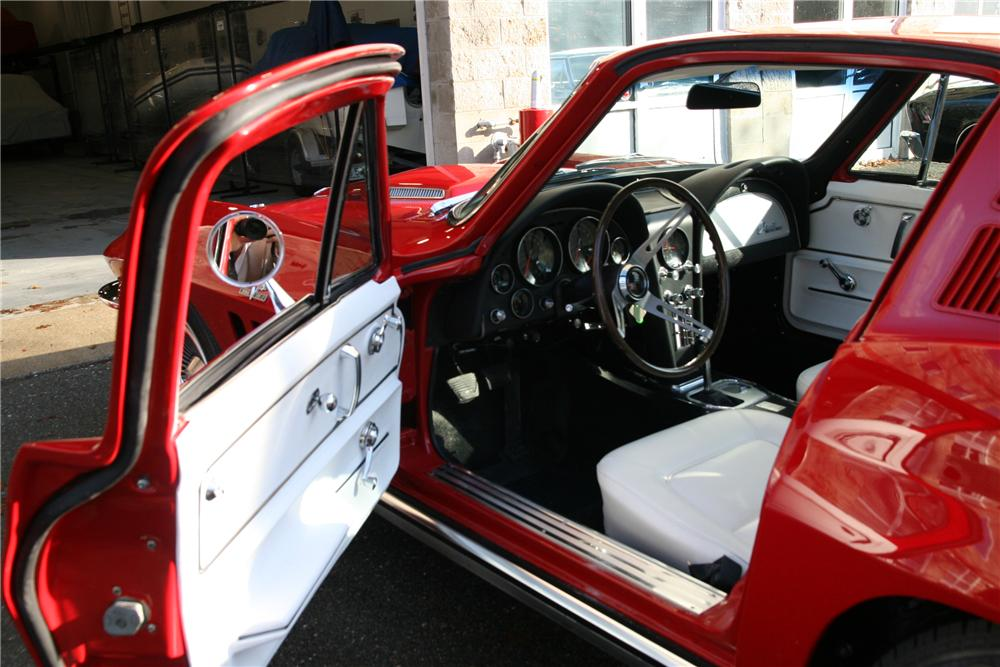 1965 CHEVROLET CORVETTE COUPE - Interior - 88953