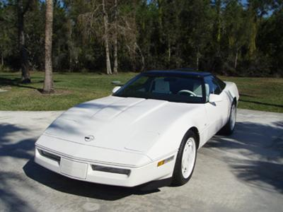 1988 CHEVROLET CORVETTE 35TH ANNIVERSARY EDITION COUPE - Front 3/4 - 88990
