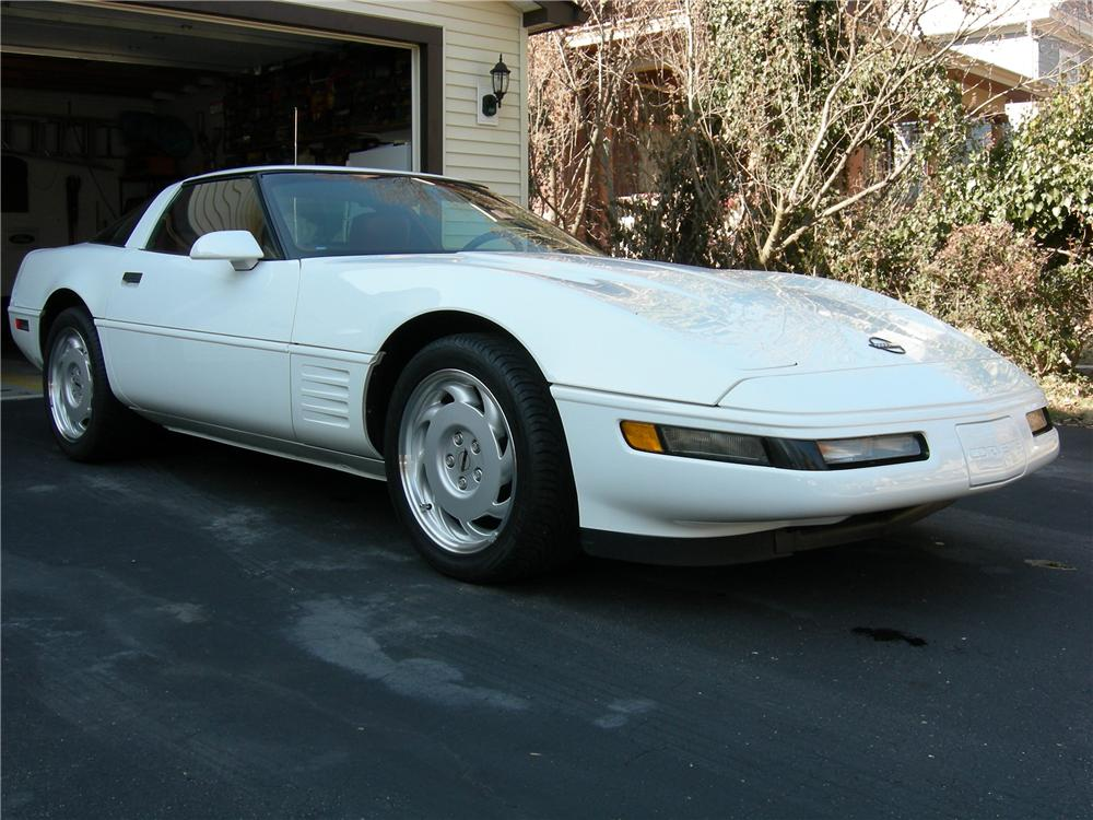 1992 CHEVROLET CORVETTE 2 DOOR HARDTOP - Front 3/4 - 88991