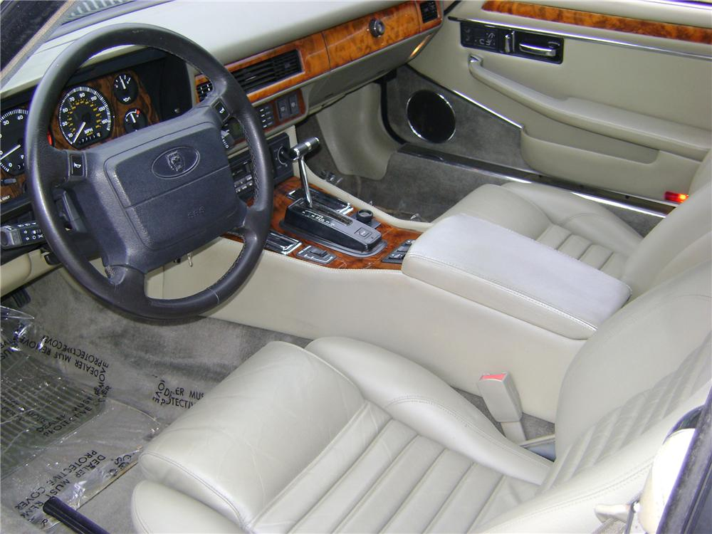 1993 JAGUAR XJS 2 DOOR CONVERTIBLE - Interior - 89005