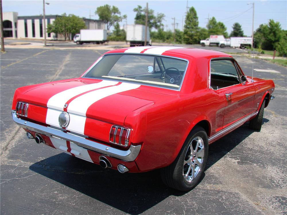1966 FORD MUSTANG CUSTOM 2 DOOR COUPE - Rear 3/4 - 89034