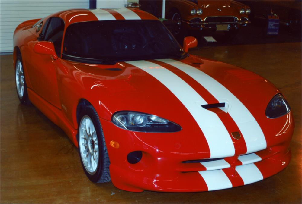 2002 DODGE VIPER GTS COUPE - Front 3/4 - 89079