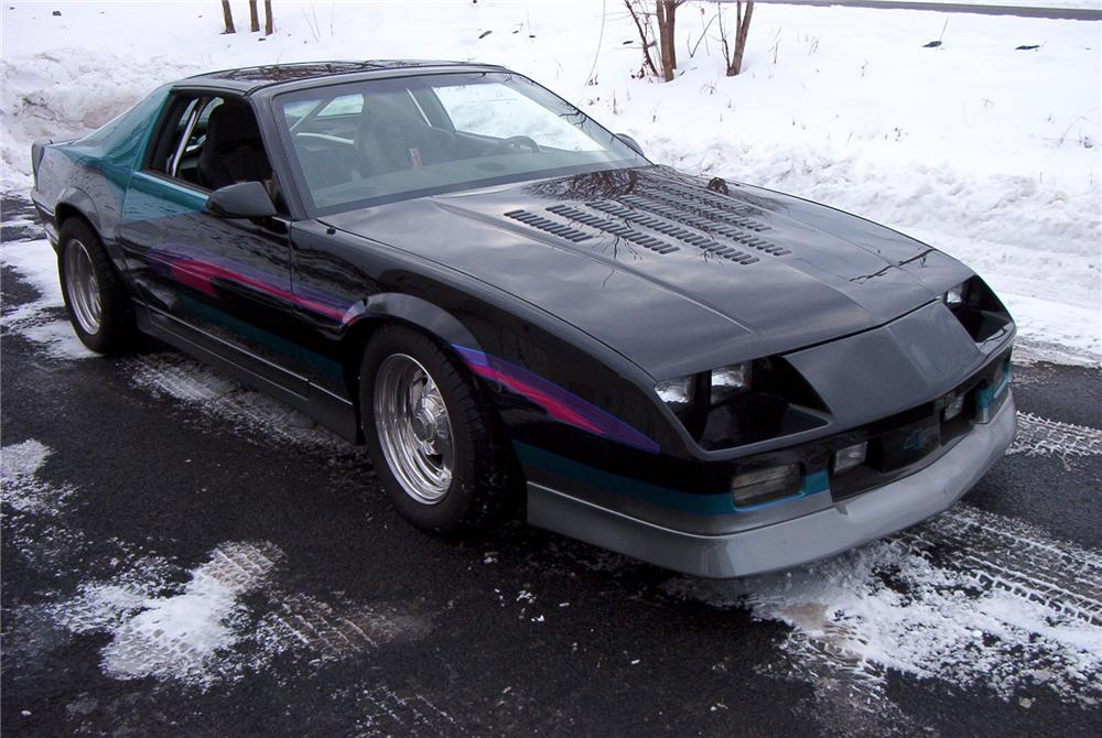 1987 CHEVROLET CAMARO IROC CUSTOM 2 DOOR COUPE - Front 3/4 - 89094