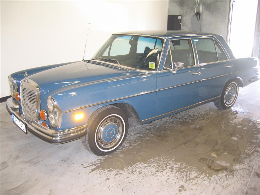 1972 MERCEDES-BENZ 280SE 4 DOOR SEDAN - Front 3/4 - 89130