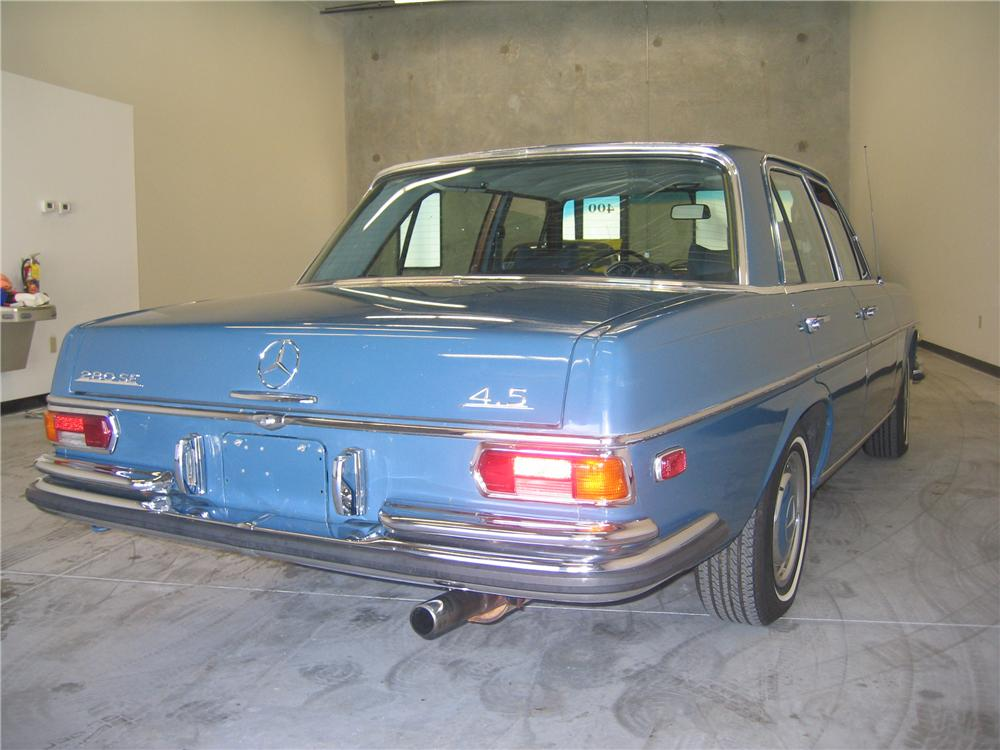 1972 MERCEDES-BENZ 280SE 4 DOOR SEDAN - Rear 3/4 - 89130