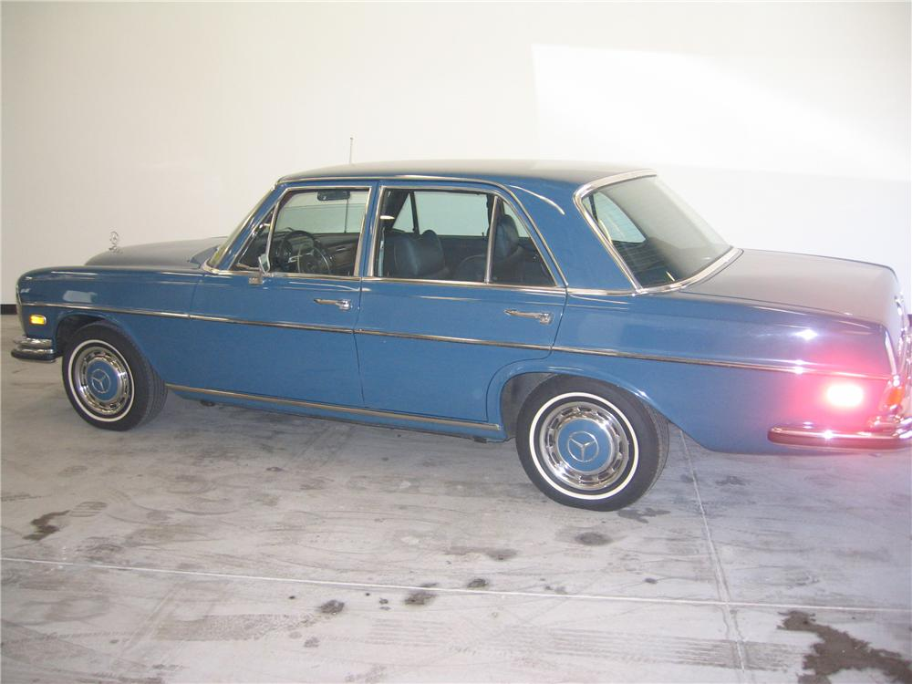 1972 mercedes benz 280se 4 door sedan 89130 for Mercedes benz 4 door