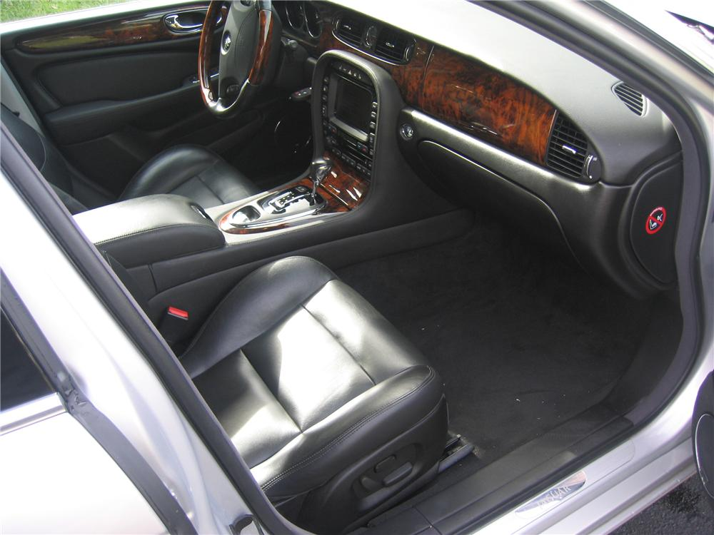 2005 JAGUAR XJR 4 DOOR SEDAN - Interior - 89133