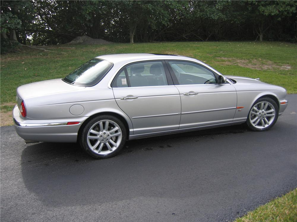 2005 JAGUAR XJR 4 DOOR SEDAN - Side Profile - 89133